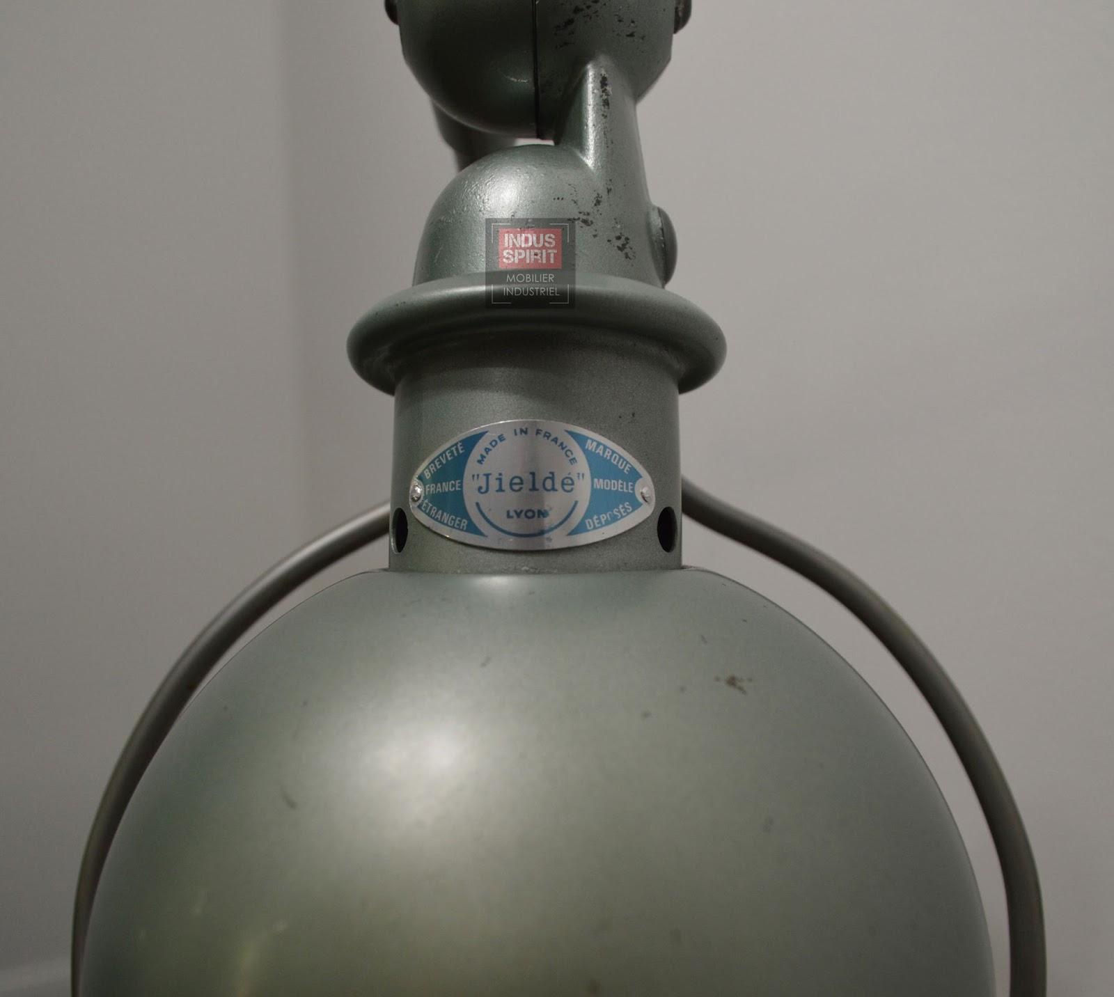 Meuble industriel d coration industrielle meuble de m tier lyon bouti - Lampe jielde ancienne ...
