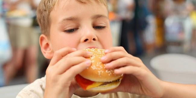 Kesehatan :  Burger Cepat Saji Bercampur Senyawa Cairan Lambung