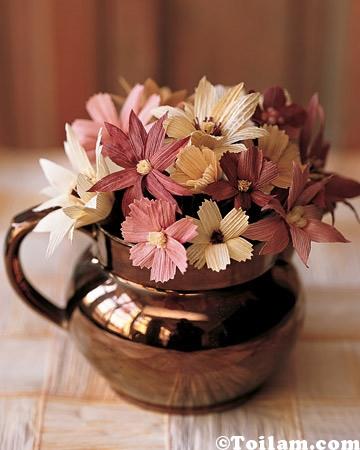 hoa xinh từ vỏ ngô