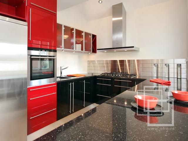Natuursteen Ikea Keuken : Een 'Star Galaxy' granieten keukenblad toegepast op een ikea keuken