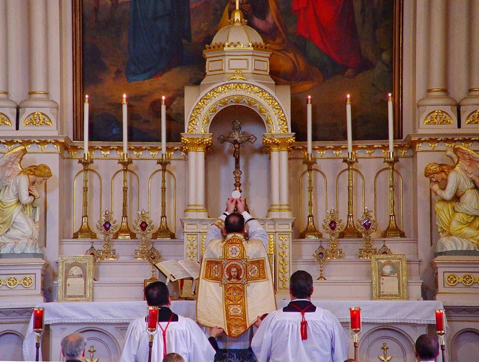 A Santa Missa!