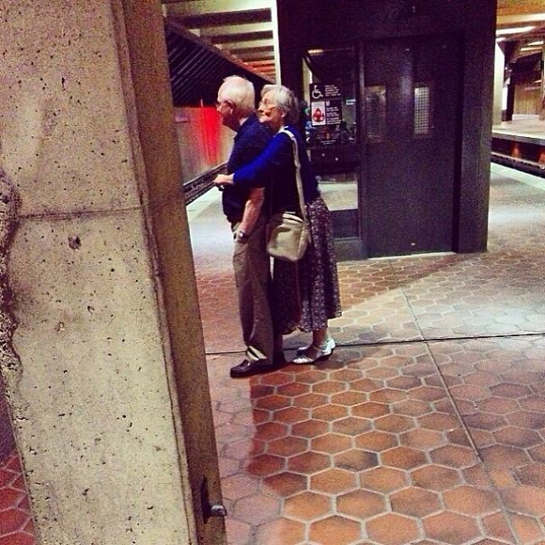 16 Elderly Couples Prove You're Never Too Old To Have Fun - Sneaking A Hug In Public