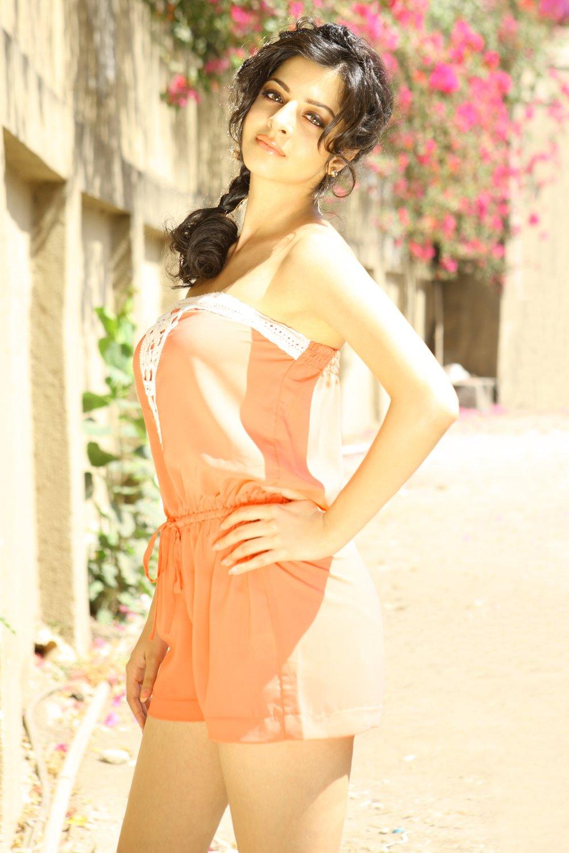 Actress Vedhika Glamorous Photos Gallery