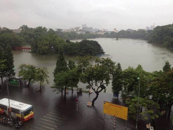 Thủ đô Hà Nội chìm trong biển nước