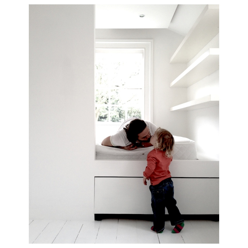 Mesy design small room big bed little boy for Big bed small room