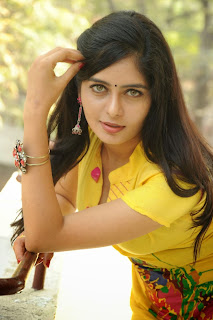 actress madhumitha Pictures at cut chesthe pm 034.jpg
