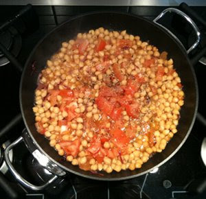 Chickpeas with Fresh Tomatoes