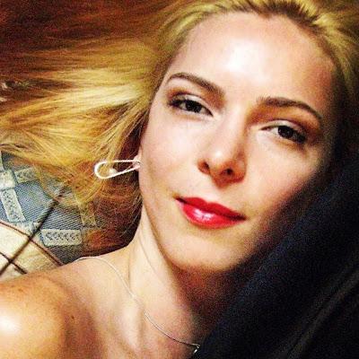 Erika Laxis, glamorous portrait