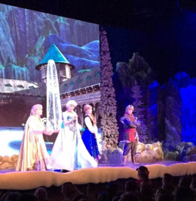 Disney World Recap - Hollywood Studios Frozen singalong