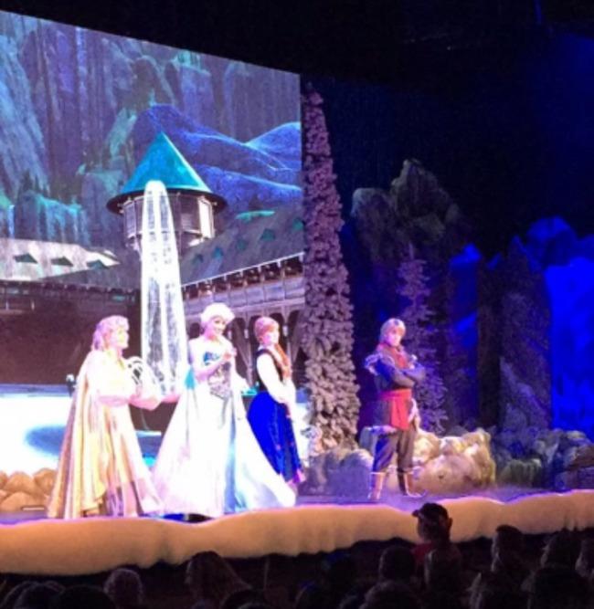 Disney World Recap - Hollywood Studios Frozen singalong