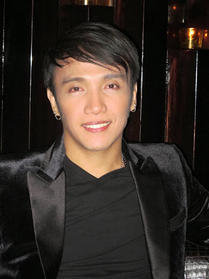 Arnel Pineda as Voice PH coach