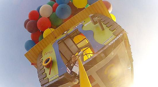Balonista cruza Atlântico com balões de hélio