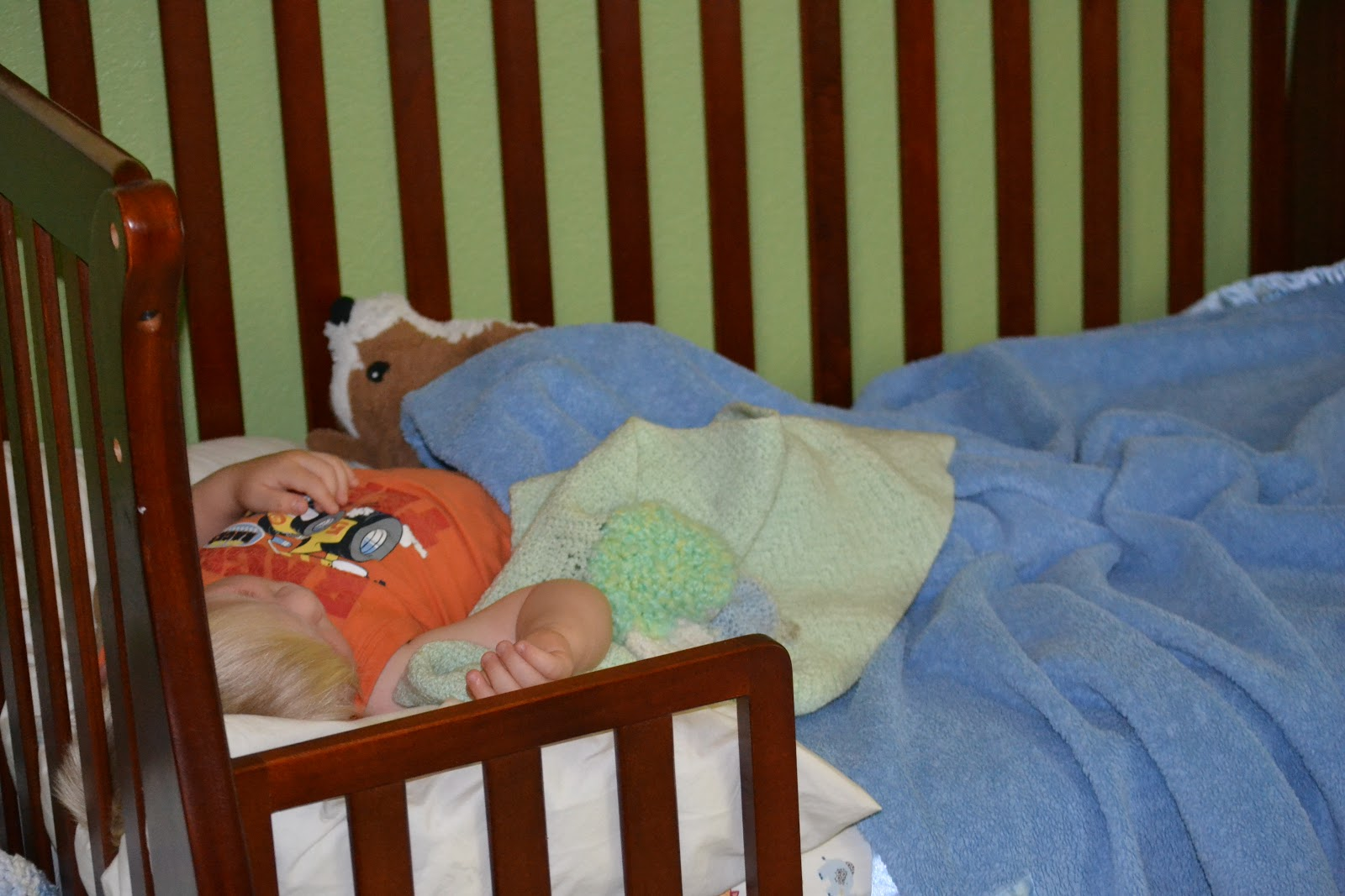 Transitioning from a Crib to a Toddler Bed - Mom On Timeout