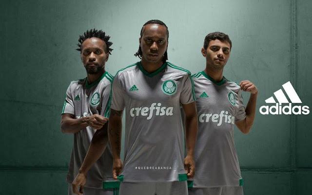 O novo uniforme palmeirense faz referência à primeira conquista do clube, em 1915 (Foto: reprodução/Twitter)