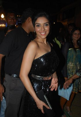 asin in black dress-bollywood -ten.blogspot.com hot images