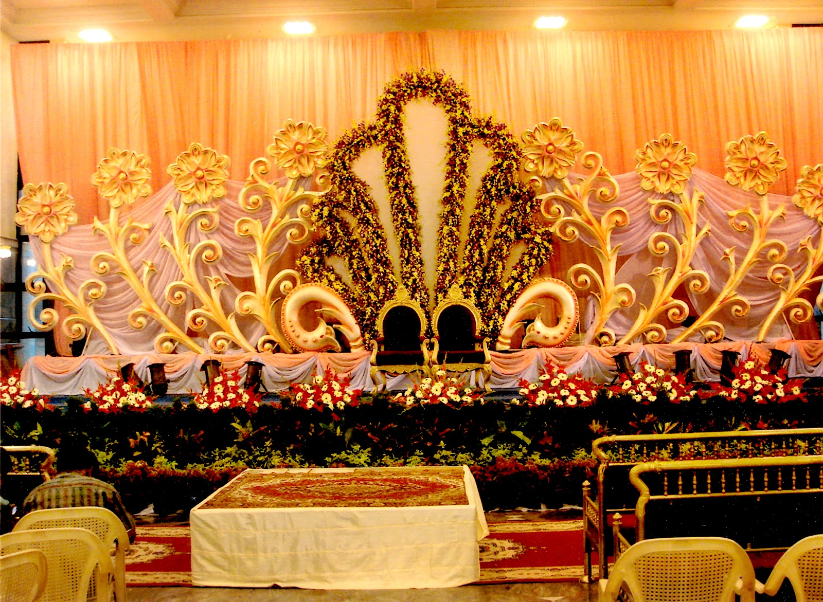 Mehndi Stage Background : Indian wedding stage crowdbuild for