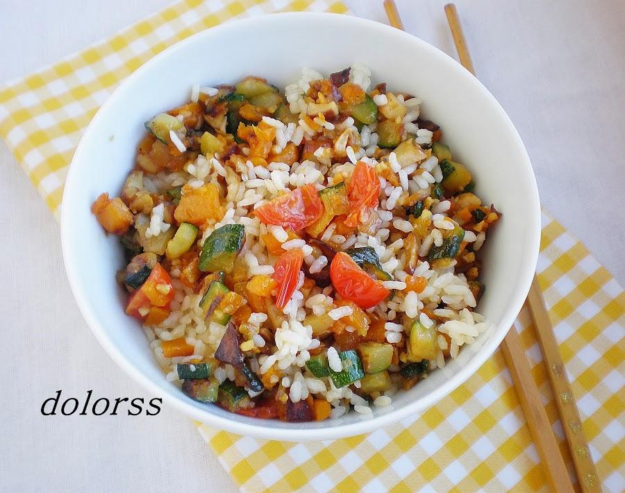 Un plato muy completo: arroz blanco salteado con calabaza y más verduras. ¡Buenísimo!