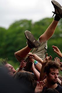 Sonisphère Festival - Amnéville, France : 8 et 9 juillet 2011 : crowd surfing