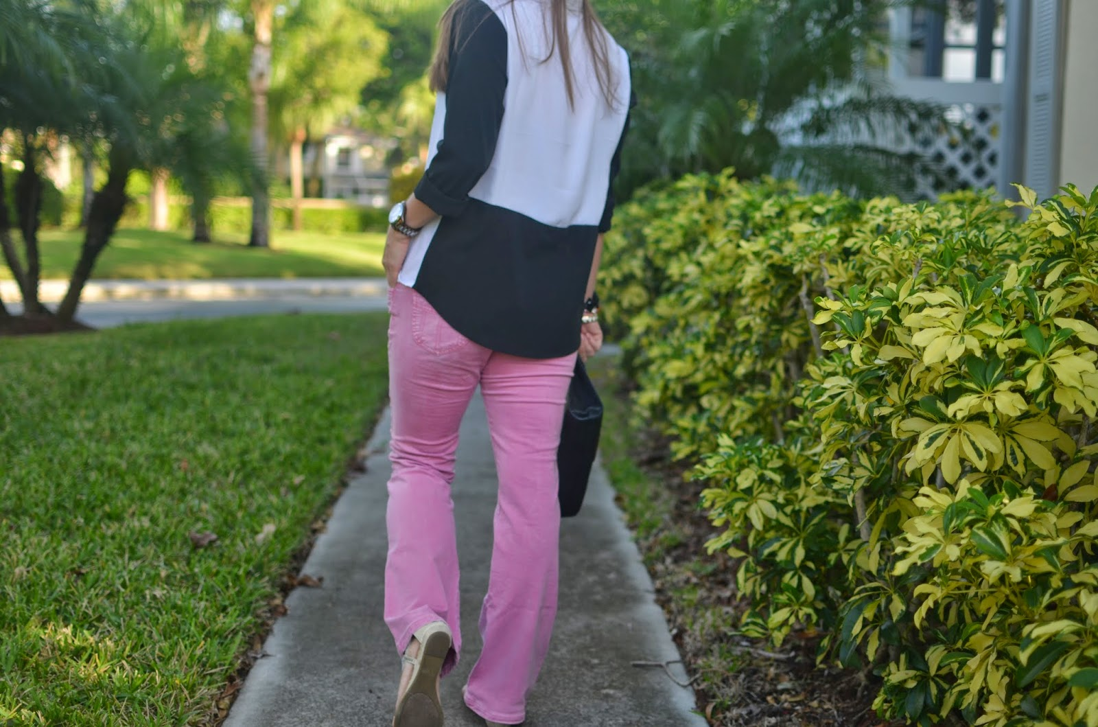 pink jeans - color block top - black clutch - arm party - Emma & Sophia