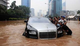Tips Untuk Mobil yang Terkena Banjir