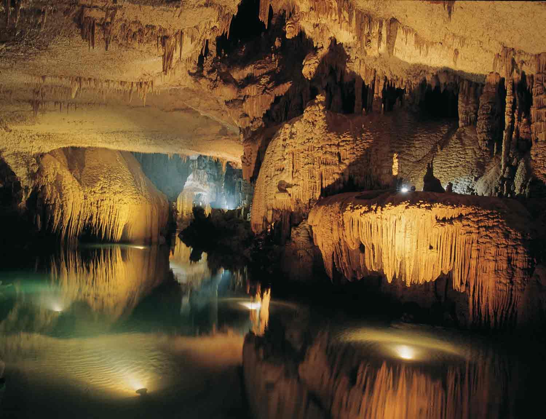 gua gong pacitan tourism