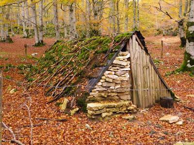 Cabaña de carboneros que encontramos en el camino