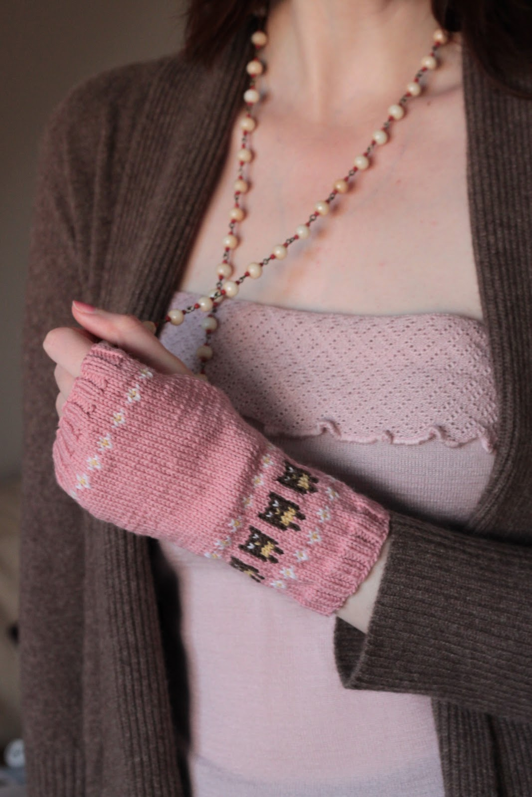 Wrist Warmers Knitting Pattern : KnittingPony: Owl Wrist Warmers (Free Knitting Pattern)