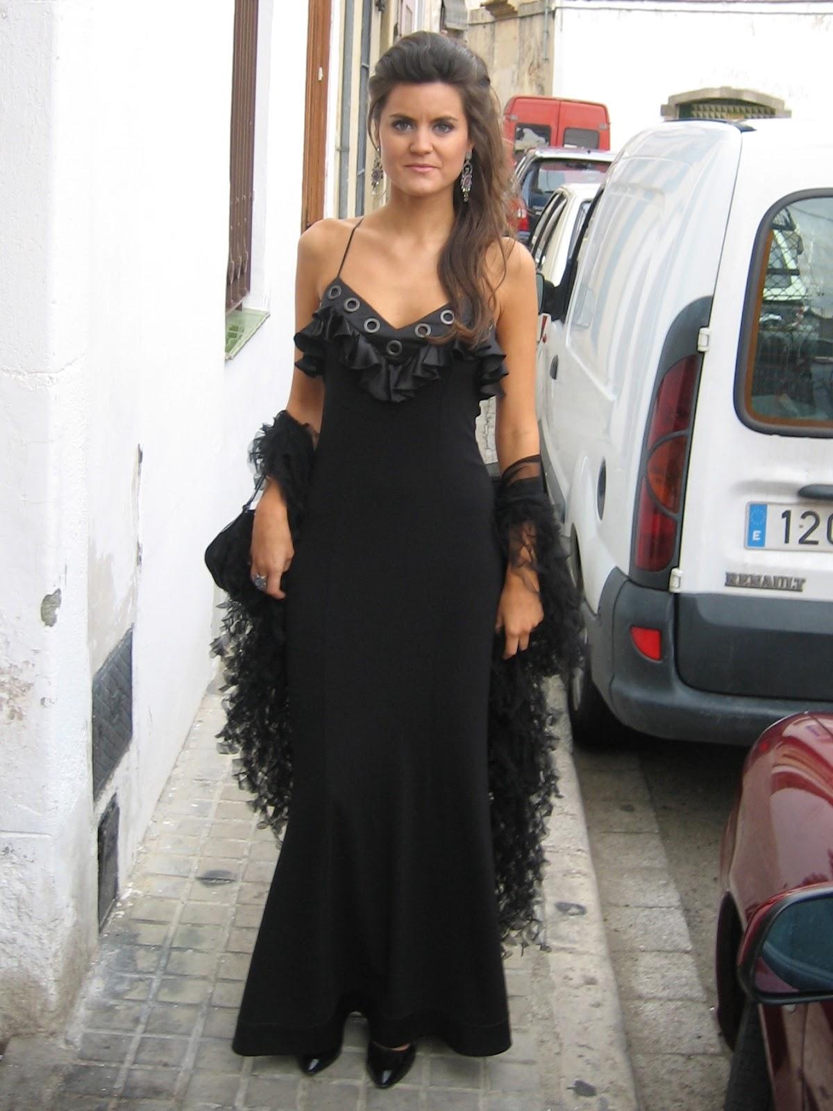 Vestido negro en boda de dia