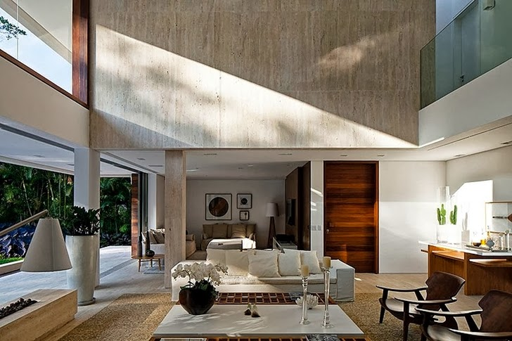 Living room in Contemporary Iporanga House by Patricia Bergantin Arquitetura