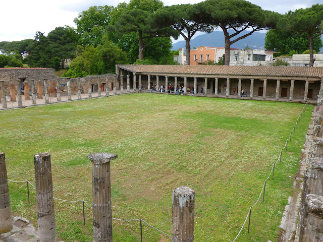 Gladiator barracks, rectangular structure with columns around the edge and green space in the middle
