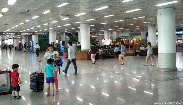 Terminal de pasajeros en el aeropuerto de Gimpo