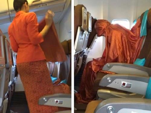 Pramugari Garuda Indonesia shalat di pesawat
