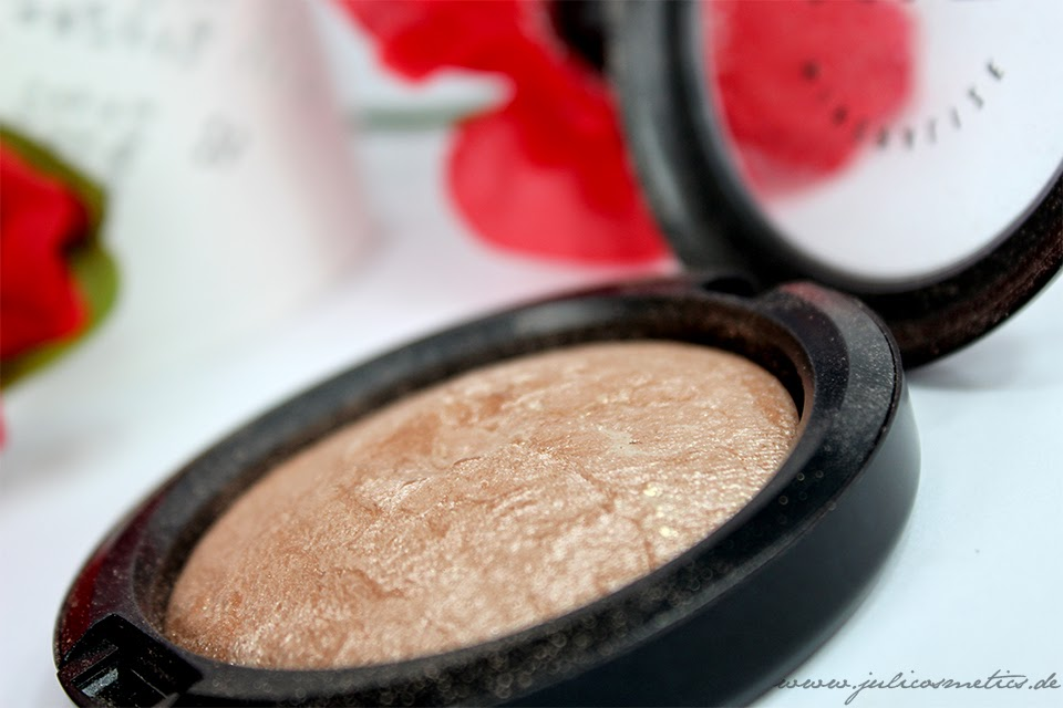 MAC Soft and Gentle Mineralize Skinfinish Highlighter