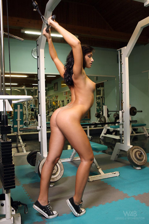 erotichnie-fotografii-devushek-pri-zanyatii-sportom