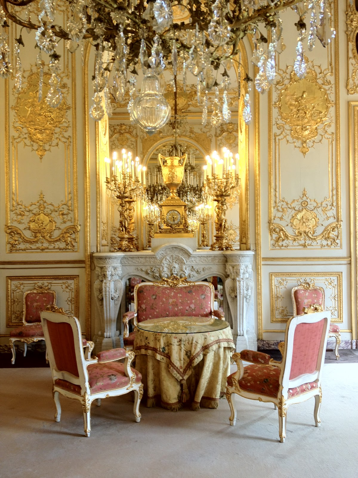 1000 images about mansions on pinterest chateaus for Miroir paris france