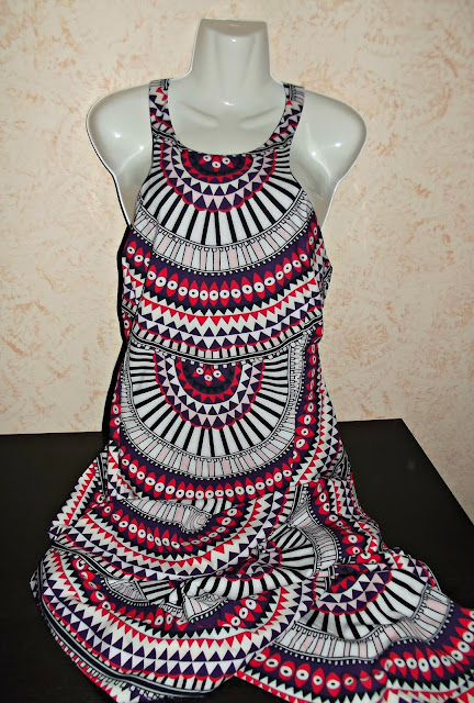 http://www.shein.com/Multicolor-Sleeveless-Geometric-Print-Maxi-Dress-p-229352-cat-1727.html?utm_source=paroleopereomissioni.blogspot.it&utm_medium=blogger&url_from=paroleopereomissioni