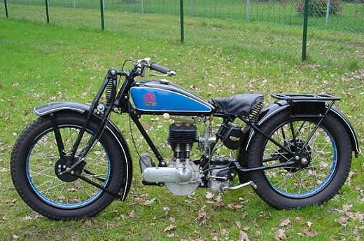 motorku: classic triumph motorcycle