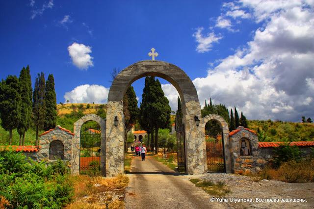 Монастырь Дайбабе.Черногория. Главные ворота