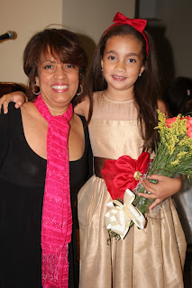 Saray y su mami durante el recital