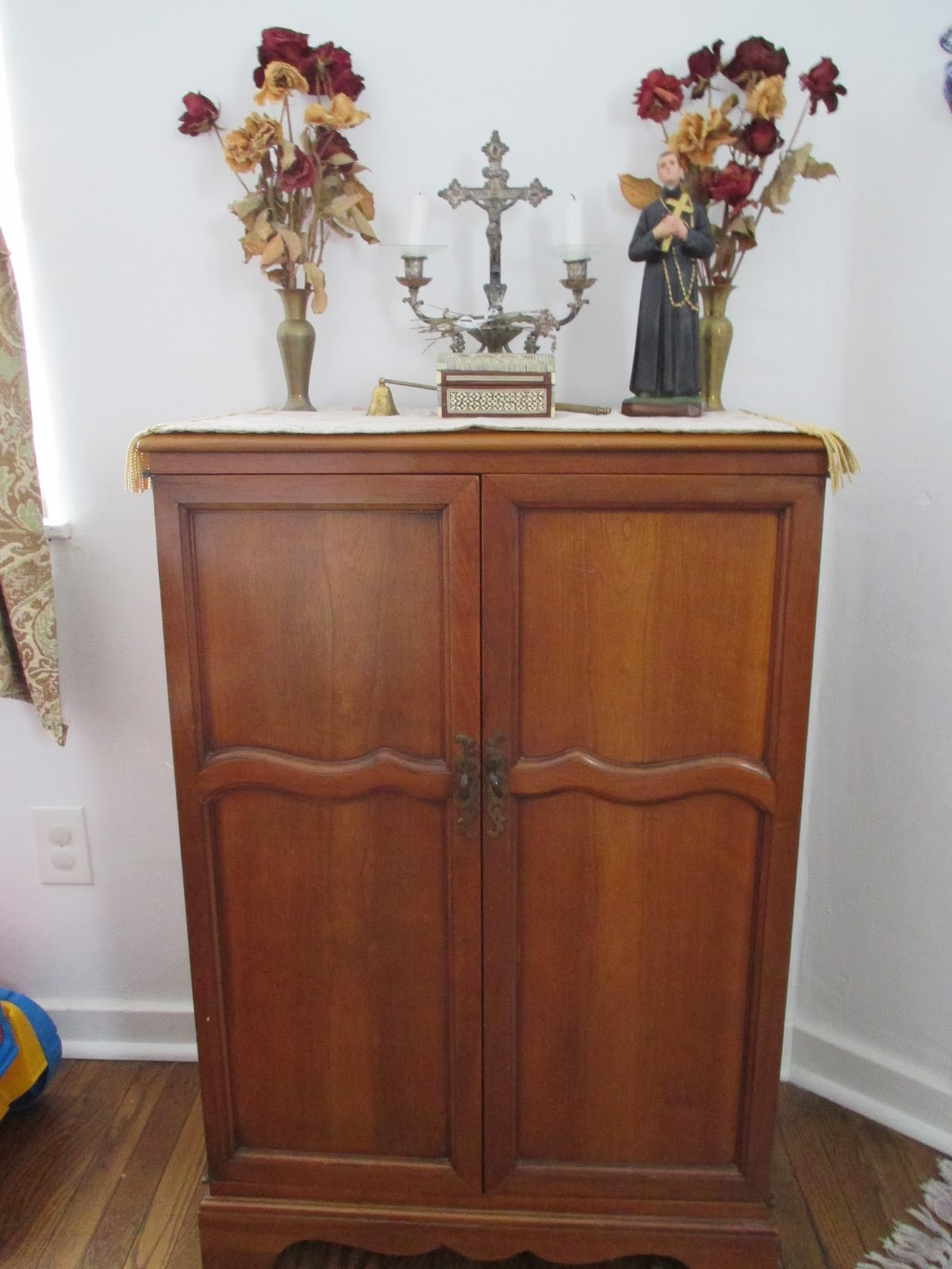 Splendor In The Home Setting Up A Home Altar - Home altar designs