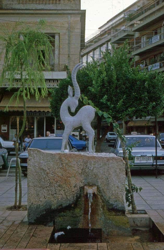 Το Ελαφάκι της πλατείας Δημοκρατίας (Μπέλλου)