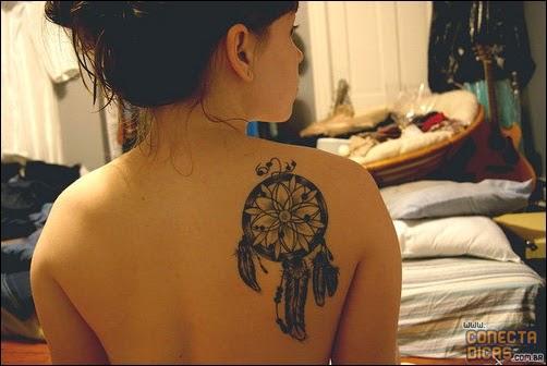 Tatuagem Feminina nas costas pequena