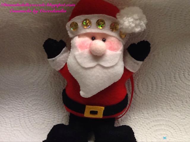 Babbo Natale in feltro e pannolenci addobbo natalizio, albero di Natale.