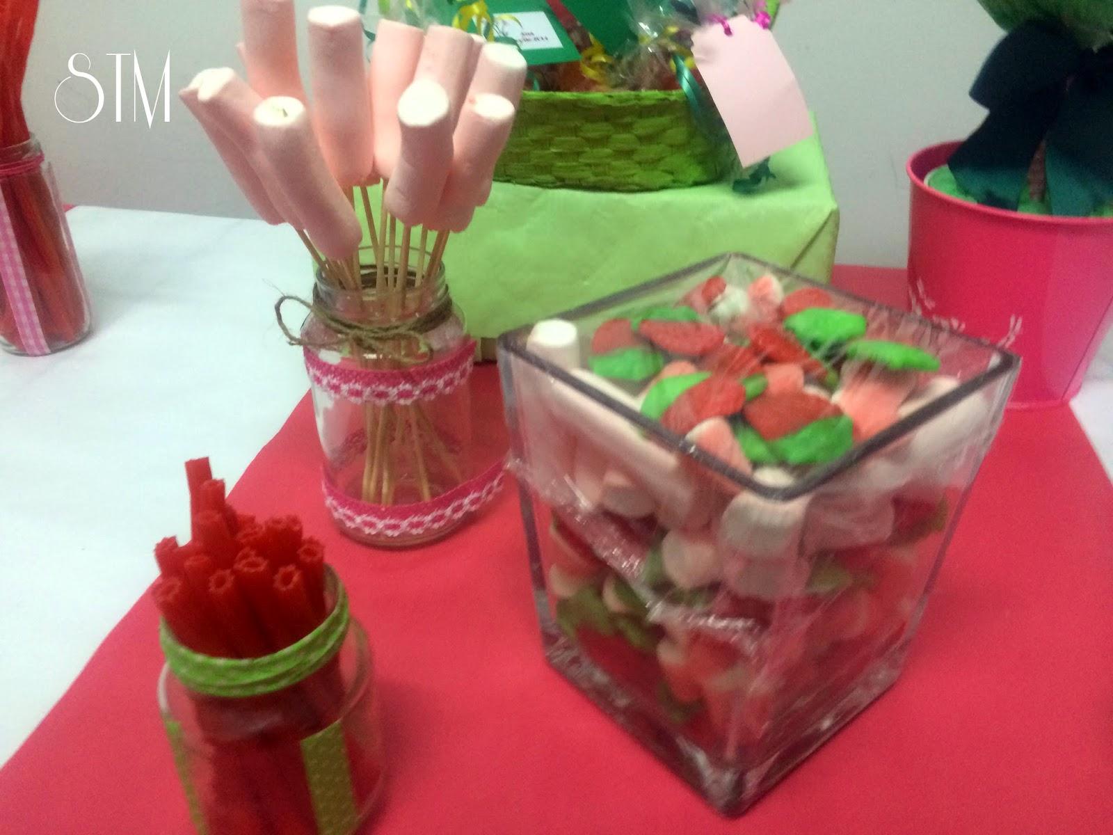 Sientate a la mesa decoracion de botes de cristal for Ideas para mesas de chuches
