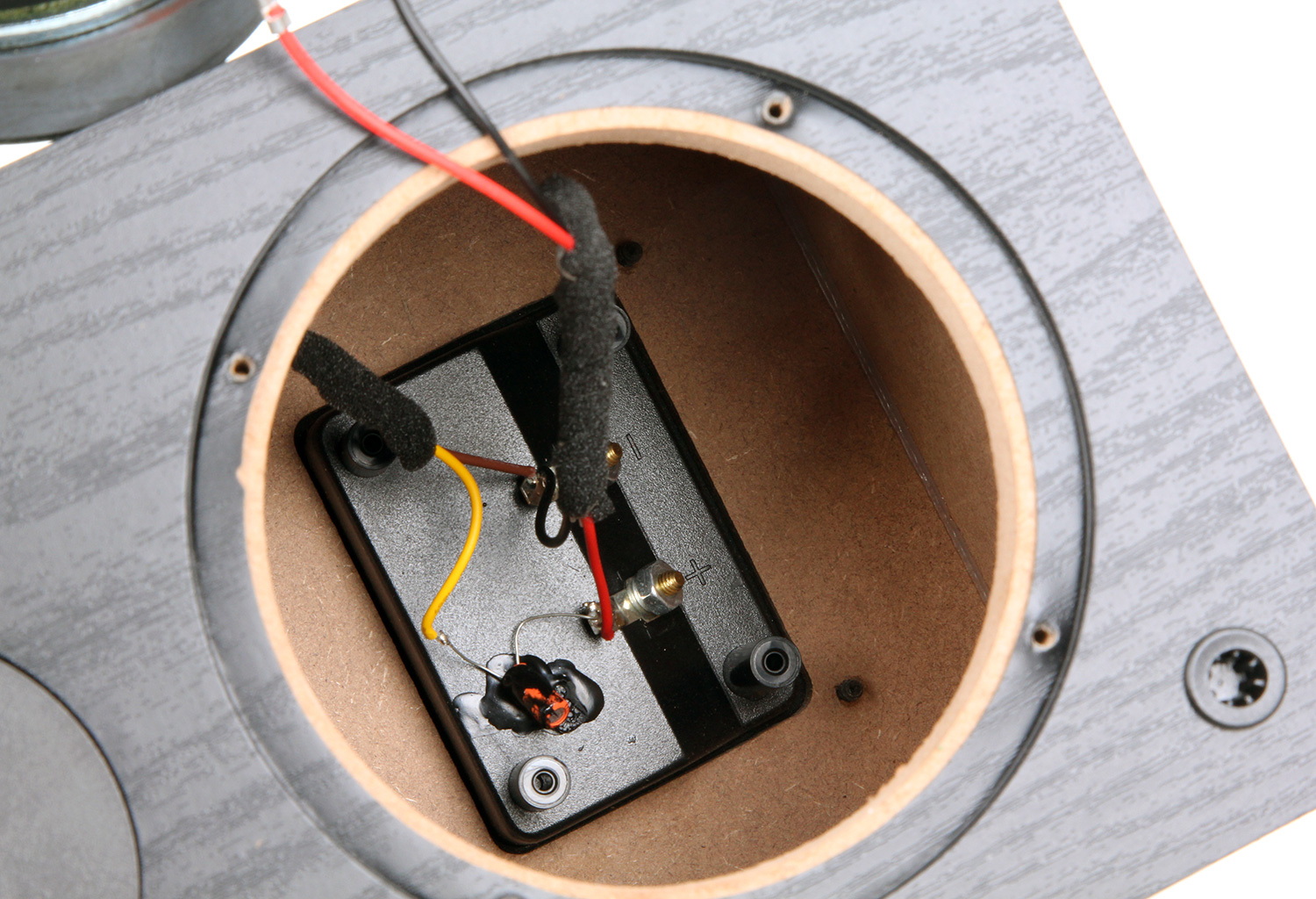 Budgetphile Budget Wiring The Reality Of Copper Clad Aluminum Wire Metal Woofer Has Decent Sized Magnet And A Clean Looking Stamped Steel Basket Curiously There Is No Sealing Gasket On Back Rim