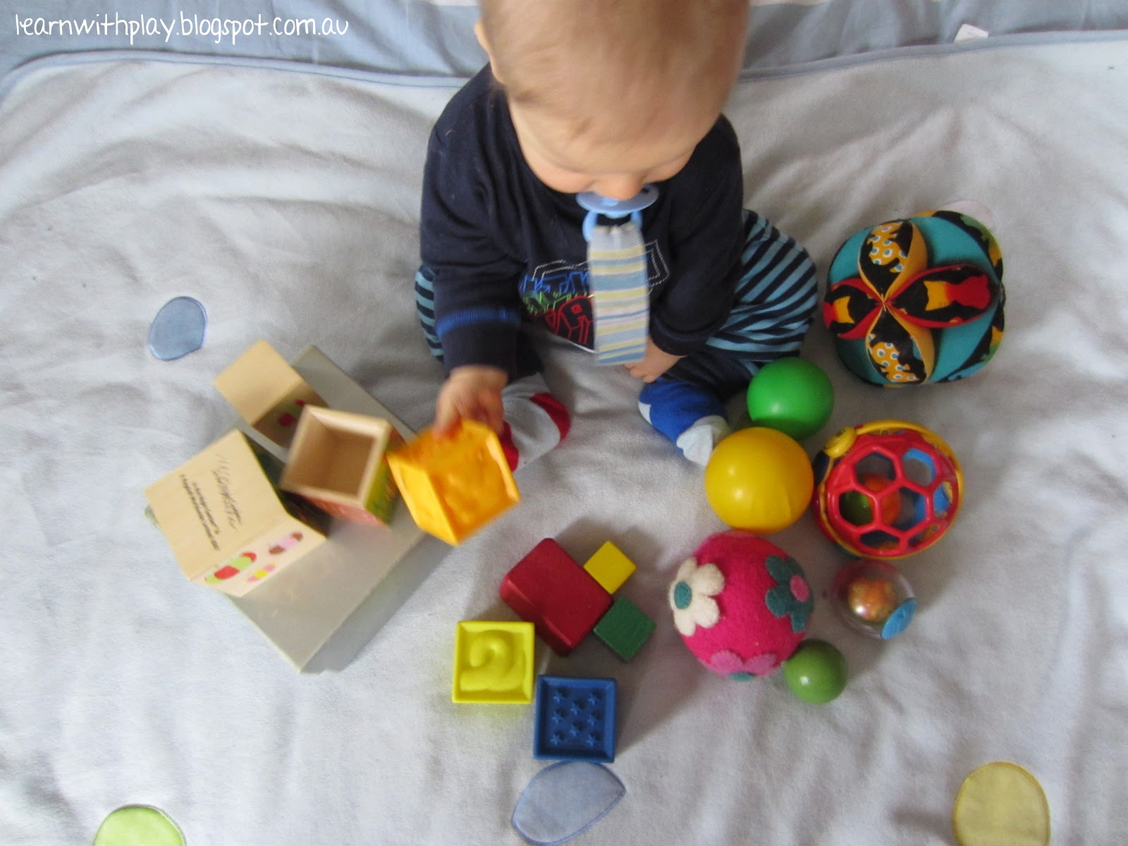 حرکات کودک در هشت ماهگی Learn with Play at Home: Baby Play: Exploring Square and Round