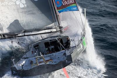 Yann Eliès et Charlie Dalin à bord de Queguiner en nav' pour la Transat Jacques Vabre.
