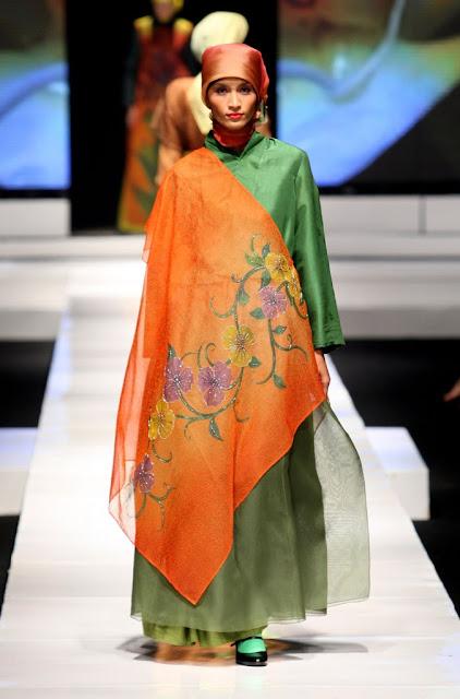iva muslim Aqilah set by iva mom: dress berbahan full ceruty baby doll ory dengan di hiasi rempel keliling dibagian bawah dress dan menggunakan full furing kaos hyget.