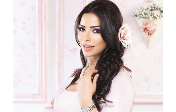 Natural bathroom decor - New Style Lady Nadine Njeim Away From Make Up Because Of