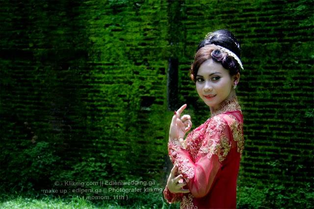 Tata Rias Kebaya Modifikasi oleh Edi Peni Rias Pengantin Purwokerto | Foto oleh : Momom (12th) Fotografer 4 Klikmg
